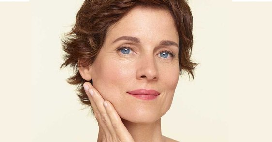 Menopavza in izguba kolagena: zakaj se koža povesi?