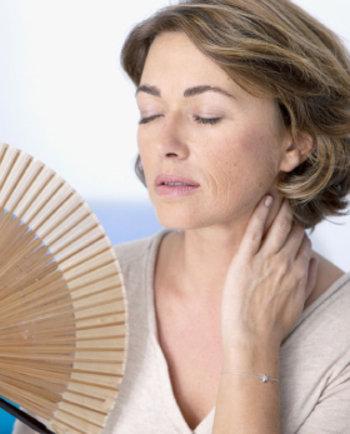 Kaj so vročinski oblivi med menopavzo in kako jih je mogoče ublažiti?