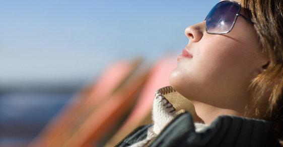 Izpostavljanje zimskemu soncu: varna zagorelost med počitnicami