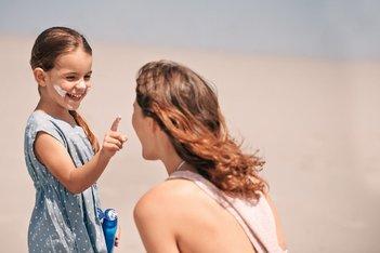 Nasveti za starše na temo izdelkov za zaščito pred soncem za otroke