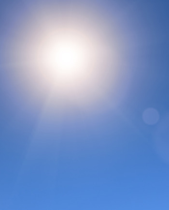 Poudarek na formuli z UV filtrom, ki ščiti tudi pred dolgimi UVA žarki