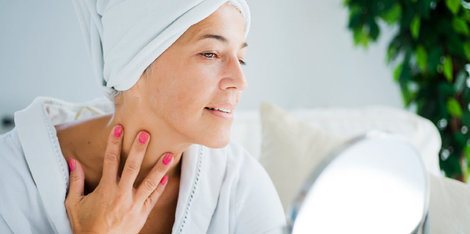 Kako menopavza vpliva na vašo kožo? Izguba čvrstosti, suha koža