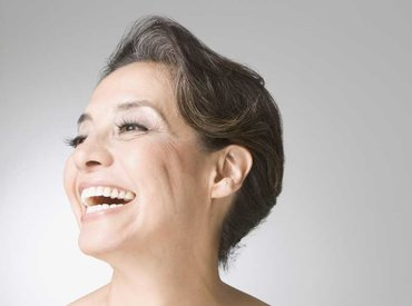 Zakaj med menopavzo začenjam opažati dlake na določenih delih obraza?