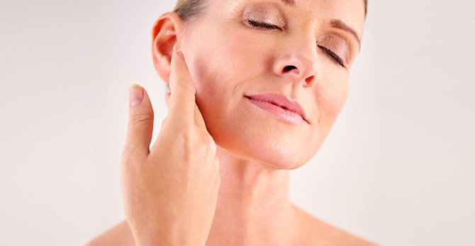 Menopavza: zakaj je moja koža bolj suha pri 50-ih kot pri 30-ih?