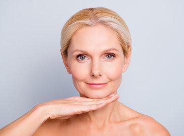 Intervju s specialistko dermatovenerologije: Kakšen pregled kože bi morale opraviti ženske v menopavzi in kako pogosto?
