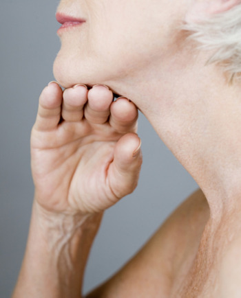 Prilagodite svojo lepotno rutino med menopavzo za bolj čvrsto in gosto kožo