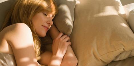 Kaj se dogaja s kožo, medtem ko spimo?