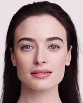 Hialuronska kislina: kaj je to in kako vpliva na vašo kožo?