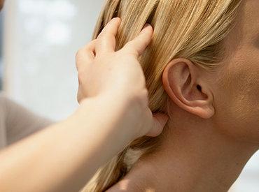 Mit o laseh: ali lahko masaža lasišča spodbudi rast las?